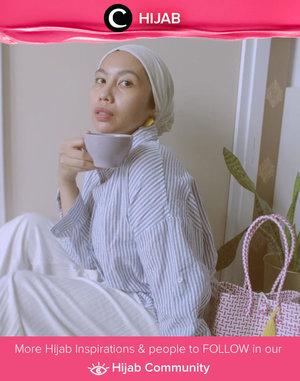 Clozette Ambassador @Ladyulia wrapped in blue and white outfit for her afternoon tea looks. Simak inspirasi gaya Hijab dari para Clozetters hari ini di Hijab Community. Yuk, share juga gaya hijab andalan kamu.