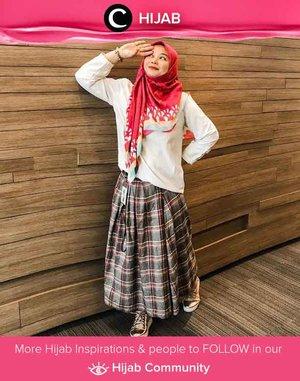 Masih dalam mood 17 Agustusan? Pakai outfit merah-putih untuk ke kantor juga seru, lho. Image shared by Clozetter @5andranova. Simak inspirasi gaya Hijab dari para Clozetters hari ini di Hijab Community. Yuk, share juga gaya hijab andalan kamu.