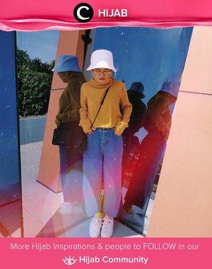 Clozetter @suniims brightens her weekend with yellow top and white bucket hat! Simak inspirasi gaya Hijab dari para Clozetters hari ini di Hijab Community. Yuk, share juga gaya hijab andalan kamu.