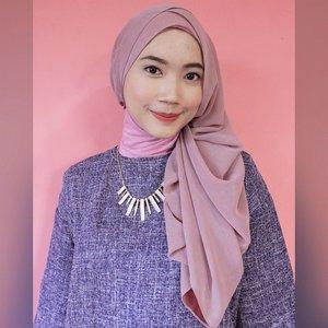 Waw, kami sangat senang ternyata banyak yang ikut berpartisipasi dalam kontes Hijab Challenge, terutama untuk tema minggu ke-2 kemarin yaitu Show Your Sincere Smile. Salah satu senyum tulus nan manis yang menarik perhatian kami adalah senyum dari #Clozetter @diniafd ini. Terus submit fotomu, ya. Bagi yang belum kami feature, jangan khawatir, kesempatan kalian untuk memenangkan paket umroh ini masih terbuka lebar. Yuk lihat infonya sekarang di www.clozette.co.id.  #ClozetteID #fashion #outfitinspiration #instafashion #clothes #instalook #outfit #ootd #portrait #clothing #style #look #lookbook #lookoftheday #outfitoftheday #ootd #stylish #instaoutfit #fashionjunkie #accessories #dainty #edgystyle