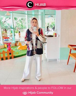 Salah satu item wajib yang harus dimiliki olehmu yang gemar padu-padan hijab ialah statement outer! Item ini bisa mengangkat penampilanmu yang simpel menjadi paripurna. Setuju nggak, Clozetters? Simak inspirasi gaya Hijab dari para Clozetters hari ini di Hijab Community. Image shared by Clozetter @zilqiah. Yuk, share juga gaya hijab andalan kamu.