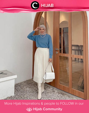 Kamu bisa tetap tampil gaya menggunakan sweater lho, Clozetters. Intip saja inspirasi dari Clozette Crew @astrityas yang memadupadan sweater dengan flowy skirt dan boots berwarna putih ini. Terlihat feminin dan tetap chic, ya! Simak inspirasi gaya Hijab dari para Clozetters hari ini di Hijab Community. Yuk, share juga gaya hijab andalan kamu.
