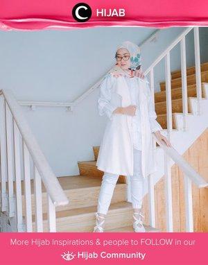Harus datang ke banyak occasion dalam sehari? This kind of white-dominated outfit will never fail you! Kamu bisa terlihat formal dan casual secara bersamaan. Tambahakan patterned scarf dan sepatu dengan aksen unik untuk melengkapi total look kamu. Simak inspirasi gaya Hijab dari para Clozetters hari ini di Hijab Community. Image shared by Clozette Ambassador : @Luluelhasbi. Yuk, share juga gaya hijab andalan kamu.