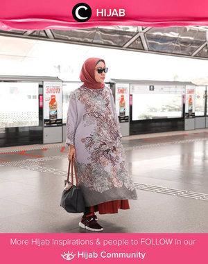Kata siapa tunik elegan seperti ini hanya cocok digunakan bersama heels? If you are into sneakers like Clozetter @fillyawie, just go against the flow, Clozetters! Simak inspirasi gaya Hijab dari para Clozetters hari ini di Hijab Community. Yuk, share juga gaya hijab andalan kamu.