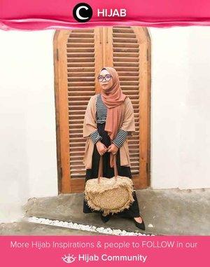 Kebiasaan jarang membeli baju bisa menjadi salah satu aksi mencintai bumi. Seperti Clozetter @ernykurnia14 yang memakai outerwear berusia 4 tahun, hijab yang telah ia miliki sejak tahun 2012, dan celana yang baru akan ia ganti setelah berubah warna. Simak inspirasi gaya Hijab dari para Clozetters hari ini di Hijab Community. Yuk, share juga gaya hijab andalan kamu.