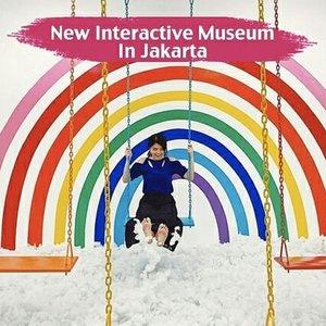 [New Interactive Museum In Jakarta].Supaya weekend ini nggak cuma ke mall, mungkin kamu bisa coba ajak teman/pasangan untuk mampir ke @mojamuseum, museum dengan tema interaktif yang buka di Jakarta sejak akhir Oktober lalu..Museum ini terletak di daerah Pondok Indah Jakarta Selatan. Harga tiket masuknya mulai dari Rp90.000-Rp125.000 tergantung umur dan hari. Bukan cuma untuk anak muda, anak kecil pun akan senang ke museum ini karena desainnya yang colorful dan bertemakan interaksi..Swipe untuk lihat beberapa spot favorit di MoJa Museum, ya..📸@cnlulaby @xiaomimo @_mellitulus_ @rokhmadjs @ngeliasalim @deamiftachs#MoJaMuseum #ClozetteID