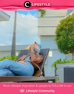 Sunny day + book = serene Friday! Image shared by Clozetter @phirlyv. Simak Lifestyle Update ala clozetters lainnya hari ini di Lifestyle Community. Yuk, share momen favoritmu bersama Clozette.