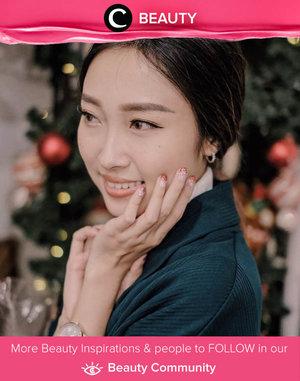 We love these sparkling nails on Clozette Ambassador @devolyp! Simak Beauty Update ala clozetters lainnya hari ini di Beauty Community. Yuk, share produk favorit dan makeup look kamu bersama Clozette.