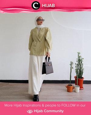 Inspirasi Hijab OOTD dari Clozette Crew @astrityas untuk kamu yang ingin tampil dengan gaya vintage. Simak inspirasi gaya Hijab dari para Clozetters hari ini di Hijab Community. Yuk, share juga gaya hijab andalan kamu.
