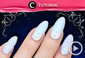 Terinspirasi dari Cinderella, kamu bisa membuat nail art bernuansa biru satin dengan glitter yang cantik http://bit.ly/2n5dv3R. Video ini di-share kembali oleh Clozetter: @dintjess . Cek Tutorial Updates lainnya pada Tutorial Section.