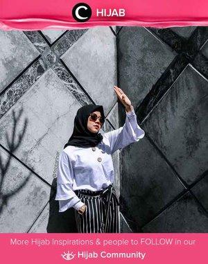 Friday in white shirt and black hijab. Simak inspirasi gaya Hijab dari para Clozetters hari ini di Hijab Community. Image shared by Clozetter @febtarinar. Yuk, share juga gaya hijab andalan kamu.