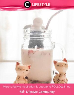 Setelah Dalgona Coffee, kini ada Korean Strwaberry Milk. Kamu sudah coba, Clozetters? Image shared by Clozetter @chichi. Simak Lifestyle Update ala clozetters lainnya hari ini di Lifestyle Community. Yuk, share momen favoritmu bersama Clozette.