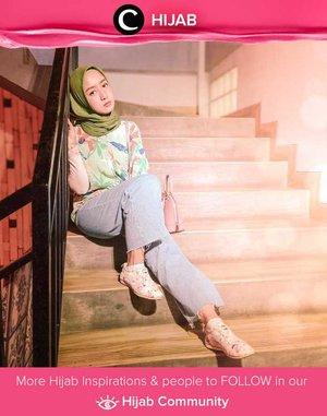 Sudah siap kembal ke realita esok pagi? Agar mood tetap bagus, gaya Clozetter @she_wian yang penuh warna ini bisa kamu tiru, Clozetters. Simak inspirasi gaya Hijab dari para Clozetters hari ini di Hijab Community. Yuk, share juga gaya hijab andalan kamu.