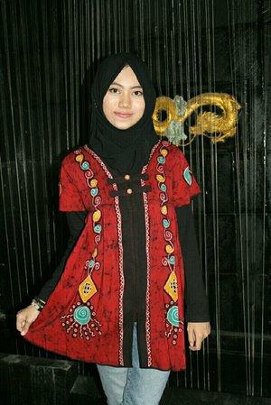When you'e in doubt, wear red~ 👗 #batiktulis #batikindonesia #ootdbatik #batikethnic #clozetteid #clozetter