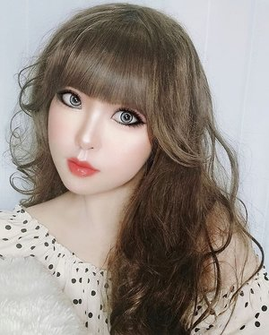 "In the style of @larmemagazine Japan 🍒メイクは大人かわいいを作り出す🥰「ピンク」ではなく「ピーチカラー🍑」にすることで、甘さ控えめの""大人かわいいメイク""に。肌なじみのいいダークトーンの ピーチカラー🍑 を選ぶのがポイントです。......#JapaneseStyle #JapaneseMakeup #peach#Gyarumakeup #GyaruGal #Gyaru #makeup #可愛い #かわいい #ギャル #JapaneseBeauty #kawaii #kawaiigirl #beauty #girls #fashion #harajuku #cchanelbeautyid #japan #モデル#メイク#ヘアアレンジ #オシャレ#ギャルメイク #ファッション #ガール #かわいい #clozetteid #tokyo #東京"