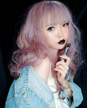 They said i look good on black. Oh, i know, a black lipstick, right? Black lipstick makes me look intimidating. Alright. That's why i've combined my black lips with fresh coral makeup, light-purple hair and casual denim. So i won't look that intimidating 😘.Kemarin Yuki nyobain lipstick hitam dari @flormarindonesia Pas bgt krn stock lipstick hitam dirumah sudah habis..Dikemas dalam kemasan yang didominasi oleh warna dark fuchsia namun sedikit transparant, serta wadah lipstick putar pada umumnya. Mengandung SPF 15 dan cukup melembabkan. Tapi disarankan untuk menggunakan lipbalm terlebih dahulu supaya hasil akhirnya lebih lembut.Pengaplikasian beberapa layer lebih disarankan supaya hasil akhirnya terlihat lebih bold dan pekat. Untuk kalian yang ingin mencoba bereksperimen dengan lipstick hitam, boleh mencoba produk ini, karena bisa diatur tebal/tipisnya. Jika ingin tipis, cukup aplikasikan 2 layer secara merata, namun jika ingin terlihat bold, aplikasikan beberapa layer...#JapaneseBeauty #oshare #model#barbie #barbiegirl #barbiedoll#makeup #kawaii #kawaiigirl#beauty #style #girls #fashion #harajukugirl #harajuku #japan #モデル#メイク#ヘアアレンジ#オシャレ#メイク #ファッション #ガール #かわいい #cute #beautiful #IndonesianBlogger #BeautyBlogger#可愛い #かわいい #ClozetteID