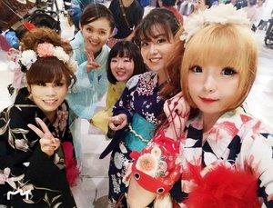 it's Selfie time with my Japanese girls 📷#BACKSTAGE ..........#fashion #Beauty#beautystagram#モデル#メイク#ヘアアレンジ#オシャレ#メイク#instaphoto#makeup #lady#instagram#style#girl#beauty#kawaii#ファッション#コーディ#ガール#clozetteID#かわいい #yukata #浴衣 #japan #日本
