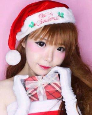 Oh, Hello December ❤Santa Yuki is Coming to Town....... ....#OOTD #makeupoftheday #fashion  #Beauty#beautystagram#モデル#メイク#ヘアアレンジ#オシャレ#メイク#instaphoto  #makeup #lady #instagram #instagrammer #christmas #santa  #santaclaus #instastyle#girl#beauty#kawaii#コーディネート#ファッション#コーディ#ガール #clozetteID #かわいい #可愛い