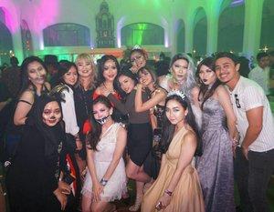 Throwback last Saturday. Superr funn!! 😍😍😍😍😍 Maacii bebbb @jaquelicious for inviting 😍😍. . .  #bringouttheboo @nyxcosmetics_indonesia @thepallas_allin #halloween #halloweenmakeuplook #halloweenparty #halloweenparty2017 #nyxcosmeticid #party #clozetteid #lykeambassador #thepallas #kingandqueen #gipsyqueen #queencostume