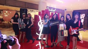 Video Event : YSL VERNIS À LÈVRES relaunch at YSL Beauty Pop Up Store at Central Atrium Grand Indonesia (25/9/2017). .  Thank you for inviting me @yslbeauty @anggarahman . Really love the personalize YSL Lipstick!  Dan buat kamu yang ingin foto2 jadi rockstar, let's join the excitement at YSL Soundwall stage, today is your last day guyss 💗💗💗 #yslbeautyid #mylipvibes #ivgbeauty #indobeautygram #clozetteid #beautynesiamember #makeupwithregina #instabeauty #event #videoevent #beautyvlogger #grandindonesia #yslindonesia #tagsforlikes #lovelyday #love #rockstar #rocker #rockyourday