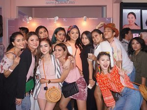 Congratulations @summer.beautyhouse for your Grand Opening. So fun to meet all the beauty lovers.. and yes baby i really love the beauty house concept! 💟💟💟 #summerbeautyhouse #grandopening #openingday #beautycommunity #beautylovers #beautyinfluencer #beautyenthusiast #indobeautygram #beautyvlogger #makeupartist #makeupwithregina #clozetteid