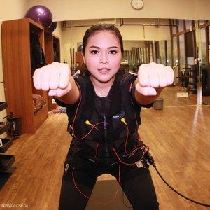 Get fit with @20_fit 20 FIT adalah micro-gym pertama di Indonesia, menggunakan teknik Electro Muscle Stimulation (EMS). Jadi olahraganya 20 mins, dan cukup untuk menstimulasi seluruh otot inti tubuh.. ..Yeay! Penasaran kannnn.. Yukkk First Impression video sudah ada di youtube aku yaaa......@clozetteid #20FIT #Clozetteid #ClozetteidReview #clozetteidx20FIT #healthywithregina