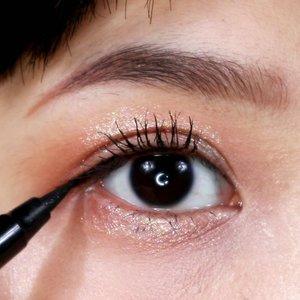 [[CELEFIT THE BELLA COLLECTION REVIEW]].Hi, MiLuvsSebagai pecinta eyeshadow glitter & warna2 natural aku mau rekomen palette eyeshadow Korea dari @celefit_id yaitu The Bella Collection yang merupakan hasil collab dengan beauty vlogger bernama Bella..❤ The Bella Collection❤ Variant: Episode 1❤ Price: Rp 424.000,- (lagi ada cashback 10% di Shopee jadi Rp 377.600,-)❤ REVIEW+ PLUS:+ Lux, gorgeous yet simple packaging+ All shades are pretty 😍+ Wearable colors+ Has matte, shimmer & glitter texture+ Pigmented but no lebay+ Buildable+ Not patchy (easy to blend)+ Minimum to no fall out+ Has big mirror+ I kid you not, the glitters are super duper pretty 🔥💕.-MINUS:- Maybe the price? Tapi mengingat kualitas packagingnya yang pakai magnet + ada kaca gede & eyeshadownya juga bagus menurutku ini masih worth to buy 😊.#MicelReview #ClozetteID