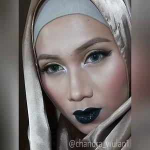 Just a little experiment with dark lipstick and some glitter ..#hijaabi #gothic #darklips #makeupbyan #pangandaran #MuaPangandaran #makeupbyan #vegas_nay #maya_mia_y #mayamiamakeup #dressyourface #lookamillion #maryammaquillage #hudabeauty #neztheartist #zukreat #clozetteID #makeup #beauty #landofmakeup #theamazingworldofj #makeupbychristiaa #makeupwithammy #rfadai #wakeupandmakeup #universodamaquiagem_oficial #hudabeauty
