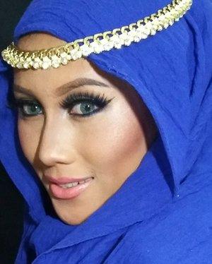 Closer look from prev post : ..💟 face : @coverdermindo classic concealing foundation no 12 mixed with peptumax makeup no 12, peptumax concealer plus no 13 ..💟 brows @nyxcosmetics tame and frame espresso.. 💟 lashes @ratubulumata ..💟 lips @makeupforeverid artist plexi-gloss 203P#anastasiabeverlyhills #hijaabi #hijaab#nyxtameandframe #nyxmakeupid #nyxcosmetics #makeupbyan #pangandaran #MuaPangandaran #vegas_nay #maya_mia_y #mayamiamakeup #dressyourface #lookamillion #maryammaquillage #hudabeauty #neztheartist #zukreat #clozetteID #makeup #beauty #landofmakeup #theamazingworldofj #makeupbychristiaa #makeupwithammy #rfadai #wakeupandmakeup #universodamaquiagem_oficial #hudabeauty