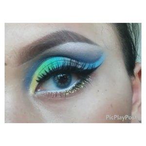 Colorful eye makeup. Inspired by @makeupbyan, but her version is muuuuch better than mine ... Products :  Brows : @nyxmakeupid @nyxcosmetics eye brow gel - chocolate from @makeupuccino eyeshadows : coastal scents Lashes : @deyekoid - in da club Softlens : @kawaigankyu dubai tosca 💚 💛 💜 #cutcrease #colorfulcutcrease #peacock #anastasiabeverlyhills #fantasymakeup #makeupbyan #pangandaran #MuaPangandaran #makeupbyan #vegas_nay #maya_mia_y #mayamiamakeup #dressyourface #lookamillion #maryammaquillage #hudabeauty #neztheartist #zukreat #clozetteID #makeup #beauty #landofmakeup #theamazingworldofj #makeupbychristiaa #makeupwithammy #rfadai #wakeupandmakeup #universodamaquiagem_oficial #hudabeauty