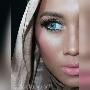 Foundie : @coverdermindo classic shade 12Lipstick : @wardahbeauty matte lipstick 19Lipgloss : @makeupforeverid artist plexi gloss 203PSoftlens : @softlensasia eyecandy bulle blue grayShadows : @pac_mt sparkling powder - gold, M07Blush on : @pac_mt B04#anastasiabeverlyhills #fantasymakeup #makeupbyan #pangandaran #MuaPangandaran #vegas_nay #maya_mia_y #mayamiamakeup #dressyourface #lookamillion #maryammaquillage #hudabeauty #neztheartist #zukreat #clozetteID #makeup #beauty #landofmakeup #theamazingworldofj #makeupbychristiaa #makeupwithammy #rfadai #wakeupandmakeup #universodamaquiagem_oficial #hudabeauty