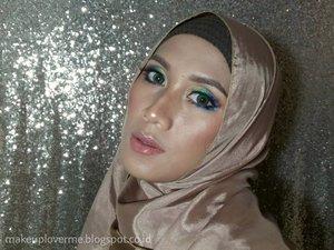 So little time so much to do..Maunya bisa tiap hari mainan warna eyeshadow 😊😊😊...#colorfulmakeup #hijaabi #inezcosmetics #kbbv #atomcarbonblogger #ibb #clozetteid #pangandaran