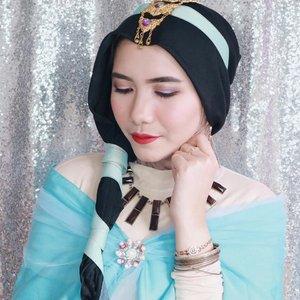 Me: Genie, I want to be a princess! 👸 Genie: I made you look like a princess on the outside, but I didn't change anything on the inside 😌  Ini judulnya sih Jasmine KW wkwk Btw, udah nonton film Aladdin? Aku suka banget sama make up-nya Princess Jasmine, so aku coba recreate Princess Jasmine make up look hihi Gimana udah mirip belum? 😜  @lakmemakeup @eblushid #eblushxlakmé #eblushgiveaway @defiiped @cieciw @ermyhesti  #tribepost #clozetteid #jasminealaddin #makeup #aladdin #bdgbeautyblogger