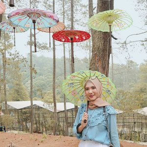 Mendung bukan berarti hujan,ini yang bikin udara kota Bandung jadi hareudang 😏.......#clozetteid #clozetteidpotw #ggrepstyle #ggrep #cgstreetstyle #tribepost #gaktakutsakit #ootd #ootdindo #hijabootd #hijabfashion