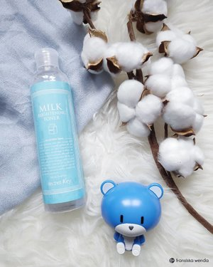 Milk for skin 🍶🐮 This milk brightening toner from @secretkey_idn is:🥛 Alcohol free🥛 Helps moisturize my skin🥛 Helps brightening my skin🥛 Soothing my skin🥛 Not sticky🥛 Did not make my face breakout🥛 Have soft fragrance that do not disturbing me🥛 No stretch / pulling sensation after used.Full review read on www.fransiskawenda.com 😆..#SecretKey #SecretKeyID #Toner #SkincareReview #ClozetteID #BloggerPerempuan #ReviewbyFW