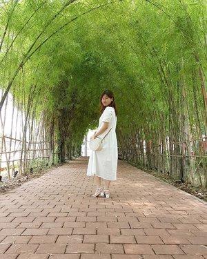 Hidden gem in Gading Serpong ❤ Belum pernah ke Bamboo Forest of Arashiyama, jadi ke bamboo path @ssqpark okelah ya 😂 . Btw ada yang bikin kaget di sana. Mau tau apa? Cek pict ke-2 yah 😝 . 📸: @monicawi28 . . #Bamboo #BambooPath #ScientiaSquarePark #ClozetteID #Blessed