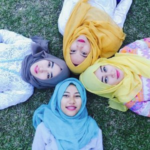 We are beautiful with our hijab love #hijab #friends #hijabfriendship #ourstory #ClozetteID #GoDiscover #ForeverFriendship