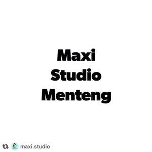 Anything you want done with your hair (cut, color, creative modelling, treatments, scalp massage with shampoo) WE DO IT!! . . . Maxi Studio Beauty Parlour 📲 0815 1555 8989 📍Jl. Teuku Cik Ditiro no. 21A . . #salonmenteng #nailart #beautyparlor #salonjakarta #maxi.studio #gelpolishmanicure #hairdo #manicure #padicure #lorealpro #lorealprofessionnel #lorealparis #haircutsforwomen #parisiancoolbalayage #balayagehighlights #clozetteid