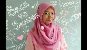 •Tutorial Hijab Wisuda by request teman-teman via DM yang menginginkan hijab simple untuk acara kelulusan.Bahan menggunakan paris segiempat. Ini memang kurang diulur karena saat wisuda akan pakai toga dan biar tidak kesulitan bergerak, ditarik sedikit jadi lebih pendek. Nah, kalau pakai sependek ini, pastikan baju yang dipakai tidak ketat sehingga bentuk tubuh tidak terlihat.Kalau mau menutup dada tinggal diulur saja bagian depannya ya. Selamat mencoba, dan happy graduation! 🙆________________________@tutorialhijabwisuda@hijabtutorial#clozetteid#HijabByUniDzalika#HijabWisuda#TutorialHijabWisuda#TutorialHijabVideo
