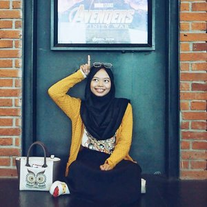 """•As a big fan of Marvel Cinematic Universe @marvelstudios, I was happy and sad at the same time after watched all superheroes gathered for one purpose in #InfinityWar. That movie is epic, emotional, and has unexpected plot-twist 😢 and I love how each heroes in @avengers protect one another. It was a great teamwork 😍Without any intention of spoiler, I really proud to saw Wanda became more pretty and extraordinary strong! You did a great job, @Elizabetholsenofficial ❤Don't get me wrong, this movie is definitely brilliant, amazing and completely different than any other MCU film. So let me say that """"Avengers: Infinity War"""" absolutely must be on the list to watch! 5/5_________________________Ps.Thanks @bloggerperempuan, @cgvid, @asusid and @jdid for the ticket.#clozetteid#Marvel #marvelstudios#avenger #avengers#infinitywar#RekomendasiUniDzalika"""