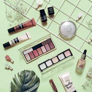 • Dari awal belajar tentang makeup sampai akhirnya jadi banyak kenal ini-itu, brand #catricecosmetics masih jadi favorit Uni dan paling lengkap koleksinya sampai saat ini. Susah move on soalnya produk Catrice bagus semua 💕 Kamu pakai @catrice.cosmetics juga? Produk apa yang paling kamu suka?  _______________________ #clozetteid #makeupobsessed #makeuplools #instamakeup #flatlaygame #beautyinfluencer #beautyjunkie #makeuplook #flatlaytoday #flatlayforever #makeupoftheday #InstaBeautyPerfect #motd
