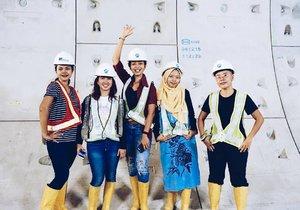 • Bersama para perempuan cantik dan tangguh saat memantau progress pembangunan MRT. Baca cerita selengkapnya di twitter ya ♥  #clozetteid #bblog #fashionblogger @mrtjkt #ubahjakarta #mrtjakarta #PesonaIndonesia