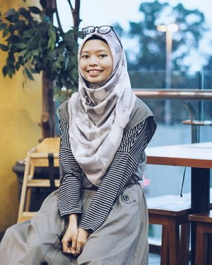 •Monochrome outfit isn't my style, but combined with Kiera Hijab make me looks pretty!New collection is coming soon! Get exclusive voal hijab at @by.au____________________________contact for photoshoot or any inquiries : unidzalika@gmail.com#clozetteid#hijab#voalhijab#HijabByUniDzalika