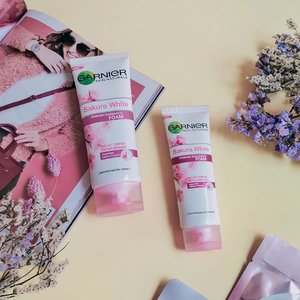 • Series #garniersakurawhite ternyata banyak sekali peminatnya 💕. Untuk kamu yang mau beli Garnier Sakura White Series, bisa cek di Lazada dan gunakan referral code Uni : GARGLOWr57td2  _____________________ Full review click on the link below 1. Blog post : https://www.unidzalika.com/2019/09/rahasia-wajah-glowing.html 2. YouTube : https://youtu.be/OnP5CwByT80 _____________________  #garnierindonesia #garniersakurawhite #garnierskinactive #garniergirls #facewash #skincare #skincareroutine #clozetteid #clozettereview #beautynesia #beautynesiamember #flatlay #flatlaytoday