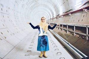 • Kota Jakarta bakal lebih keren dan canggih karena proyek @mrtjkt akan segera selesai. Rencananya, alat transportasi tanpa masinis ini beroperasi mulai Maret 2019 dan senang sekali saya bisa menjadi satu dari sekian warganet yang menyaksikan perkembangan MRT.  Gimana menurut kamu tentang MRT ini? Share di kolom komen ya ♥  Anw, thanks to Mbak @dewikr and team, I'm so glad to be here legally!  Dibantu foto oleh : @chicme  #clozetteid #bblog #fashionblogger #ubahjakarta #mrtjakarta #PesonaIndonesia