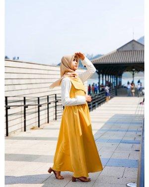 """Selamet Pageee Dunieeee 😁 Pageee ine ake ude senyem"""" sendire,  Kaloe kalien pagee ine ude punye cerite apeee...??? 😂😂😂 . . . #ClozetteID #hijaberstyle #hijabers_indonesia #photooftheday #hijabootd #hijabstyle #hijabfashion #hijabers #hijabkekinian #hijabinspired #hijaberoftheday #ootdhijab #ootdhijabindo #ootdhijabindonesia #ootdhijabers #trendhijabootd #dailyhijabootd #dailyhijabstory #dailyhijabstyle #hijabstyleindonesia #hijaberideas #lookbookhijab #inspirasihijabstyle #endorsement #hijabootdstyle #endorseindonesia #endorseolshop #endorseselebgram #endorsehijab #endorseoutfit"""