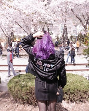 Donut Panic 🍩🍩How's your Monday, peeps?..#NatashaJS #NatashaJSinKorea #NatashaJSOOTD #VioletBrush #clozetteid .........#ootd #ootdindonesia #ootdmagazine #lookbook #lookbookindo #wiwt #fashion #look #blogger #ggrep #likes #korea #spring #cherryblossom #purple #purplehair #셀스타그램 #좋이요 #블로거 #코디룩 #보라색