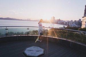The golden hour ⛅..#NatashaJS #NatashaJSinKorea #NatashaJSOOTD #VioletBrush #clozetteid