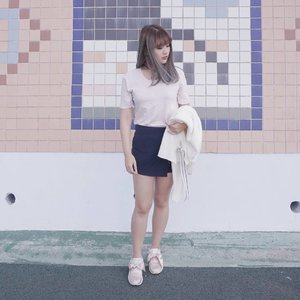 When you find that aesthetic wall 📸 . . #NatashaJS #NatashaJSOOTD #NatashaJSinKorea #VioletBrush #clozetteid