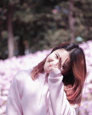 Happy Sunday people! Don't forget to smile today 😉 And, yes, my pink feeds are not ver yet 💖 . . . . #NatashaJS #NatashaJSinKorea #VioletBrush #clozetteid